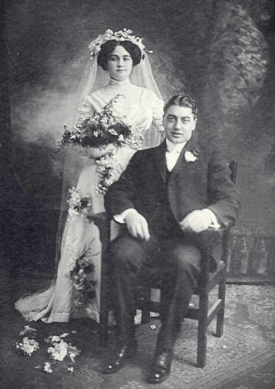 Walter Charles Richards and wife Leda on their wedding day, 1910.