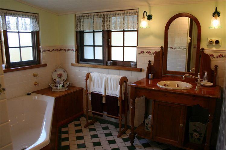 Sarahsspabathroom.jpg