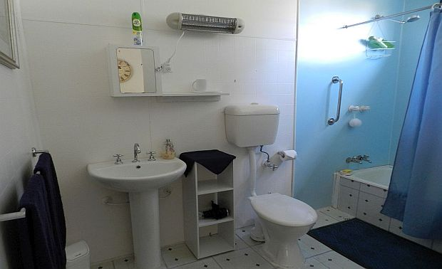TRbathroom.jpg