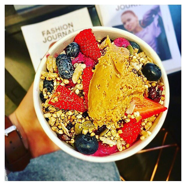 It's never too cold for a smoothie bowl in Melbourne ❄️ @lanewaygreens