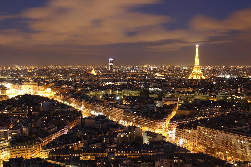 vue Paris et tour Eiffel la nuit