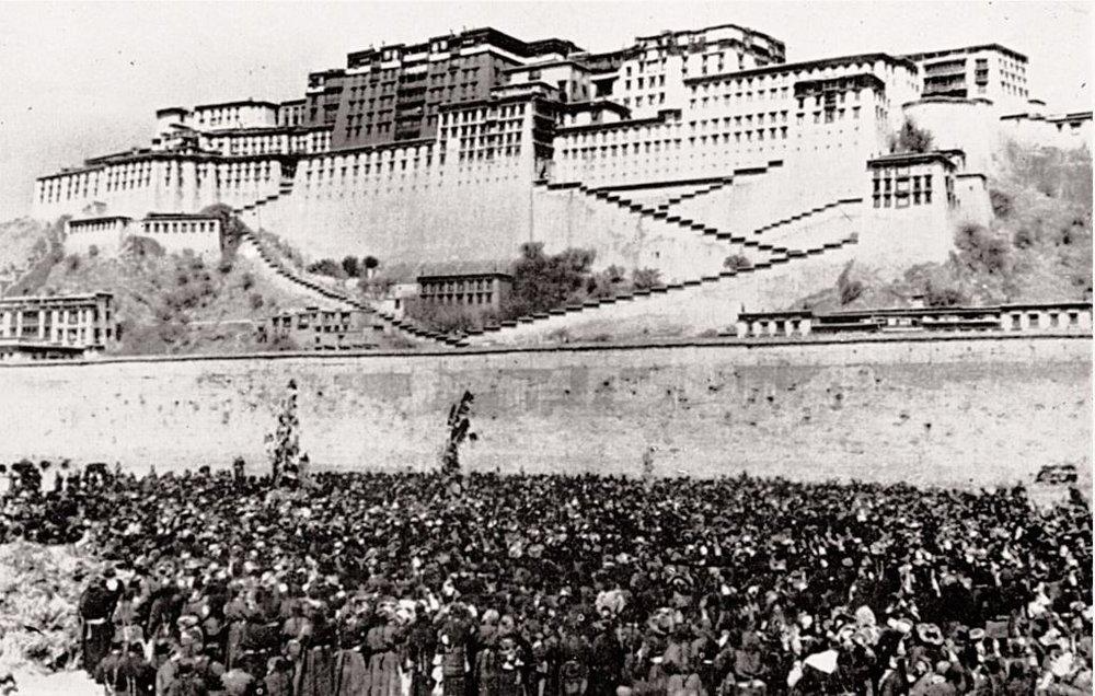Tibetischer Frauenaufstand in Lhasa, Tibet - 12. März 1959