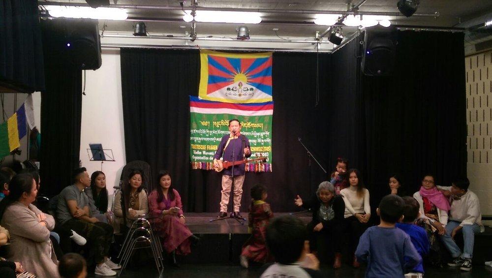 Spontaner Auftritt von Musiker Jamyang Choeden Jack.
