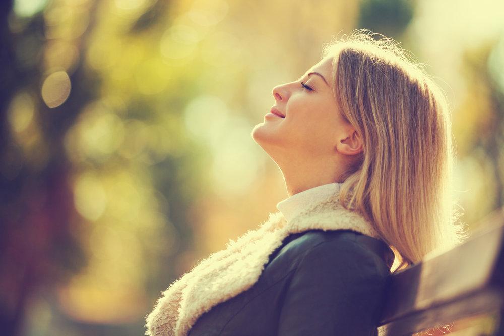 La paix intérieure et le calme naissent de l'écoute de soi. - Catherine Rambert