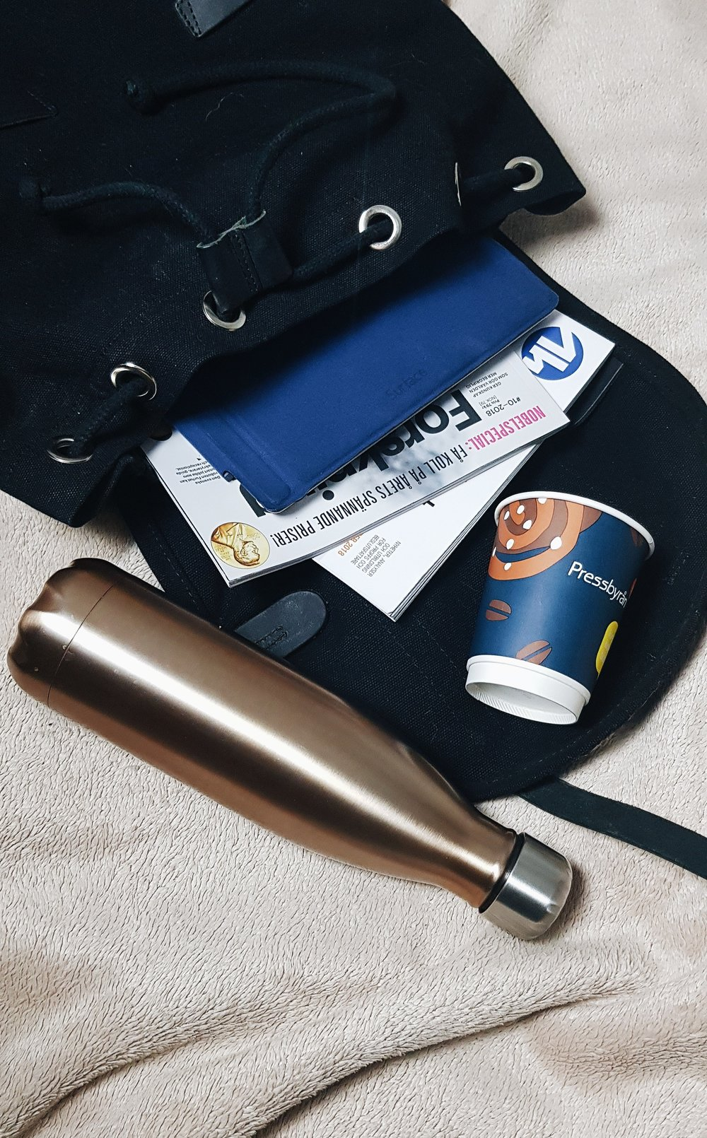 Färre engångmuggar  - Köpkaffe eller ej- tar du med egen termos slipper du förbruka engångsmuggar!