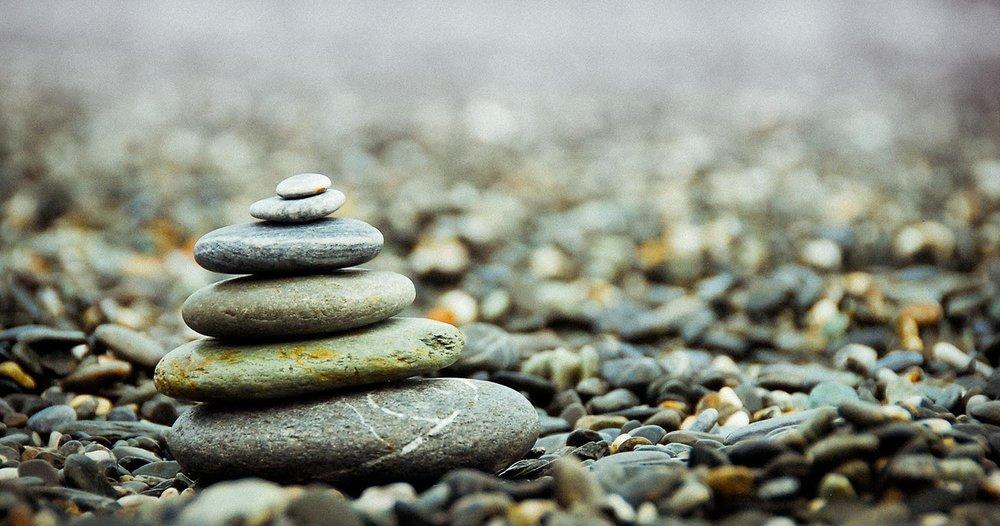 Qi Gong - El Qi Gong (Chi Kung) es el arte de ejercitar Jing (esencia), Qi (energía) y Shen (espíritu). El Qi Gong puede revelar el misterio de la vida. El núcleo del Qi Gong es un ejercicio de conciencia y energía vital, siendo una fusión entre la meditación, la realización de movimientos, posturas y respiración.El Qi Gong médico es un aspecto más de la medicina tradicional china. A menudo se practica en conjunción con la acupuntura, el acupunto-masaje, Chi Nei Tsang, etc.Estudios clínicos y experimentales han demostrado que el Qi Gong tiene la función de regular y reforzar la capacidad de autocontrol propia del cuerpo.