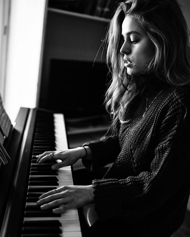 @sophienooij playing her self written song called Riot. It's the first song she published. Unfortunately, it's a photograph so you can't hear her play, but... you can listen to the song if you would go to the page of @sophienooij 🎼 • • • #sonya7iii #sony #35mm @sonyalpha #portrait #portraitpage #ig_masterpiece #main_vision #photographyislifee #agameoftones #ig_exquisite #justgoshoot #jaw_dropping_shots #moodyports #art #capturedconcepts #thednalife  #photography #marvelous_shots  #featuremeof #featurepalette #artofvisuals #dbchallenge #lensculture #blackandwhite #bw #musician #music #singersongwriter