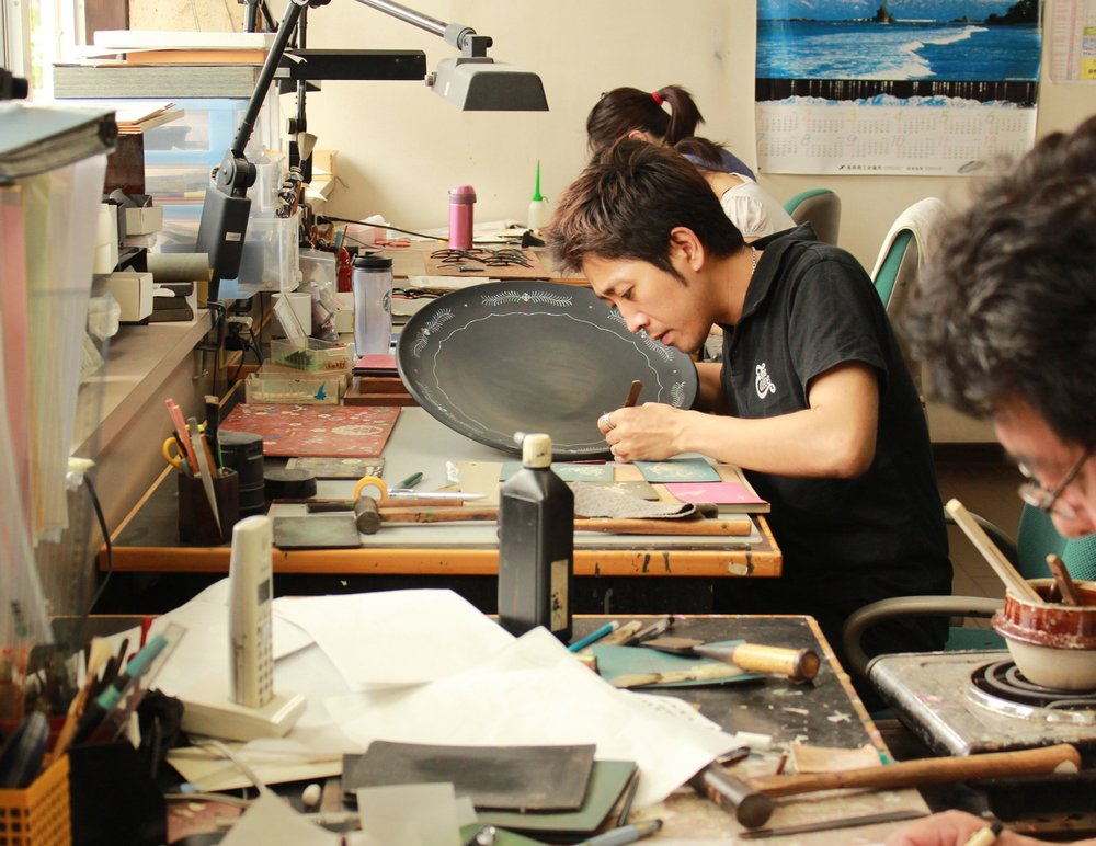 Raden Musashigawa - Takeshi MUSASHIGAWA comes from a family specializing in raden crafts for three generations. Recognized as a highly skilled traditional craftsman, he has been awarded for his works a number of times.Craftsman's story