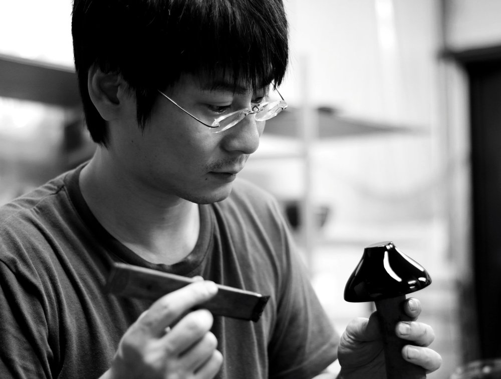 Kunimoto Lacquerware - Craftsman specialized in Butsudan (buddhist altars), Mitsuhiro KYODEN participates in the preservation of ancient temples or historic buildings in Takaoka, as well as collaborating with manufacturers, designers and students of his region to create new crafts.Craftsman's story