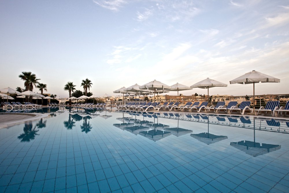 08 - InterContinental Malta - Outdoor Pool.jpg