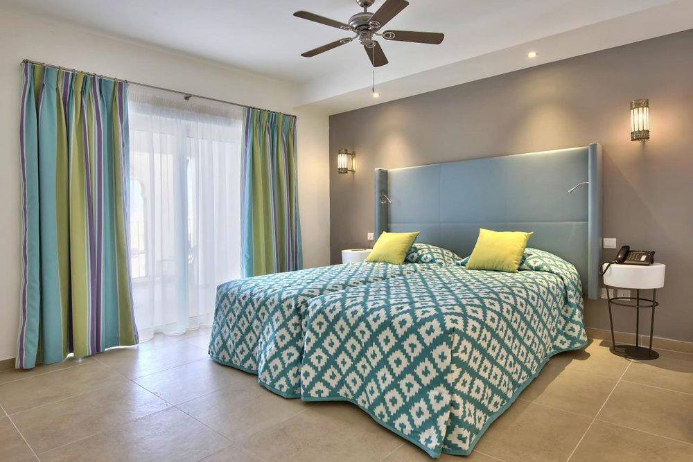 dbsanantonio_hotel_Suite_Bedroom_Room1_Hi-min.jpg