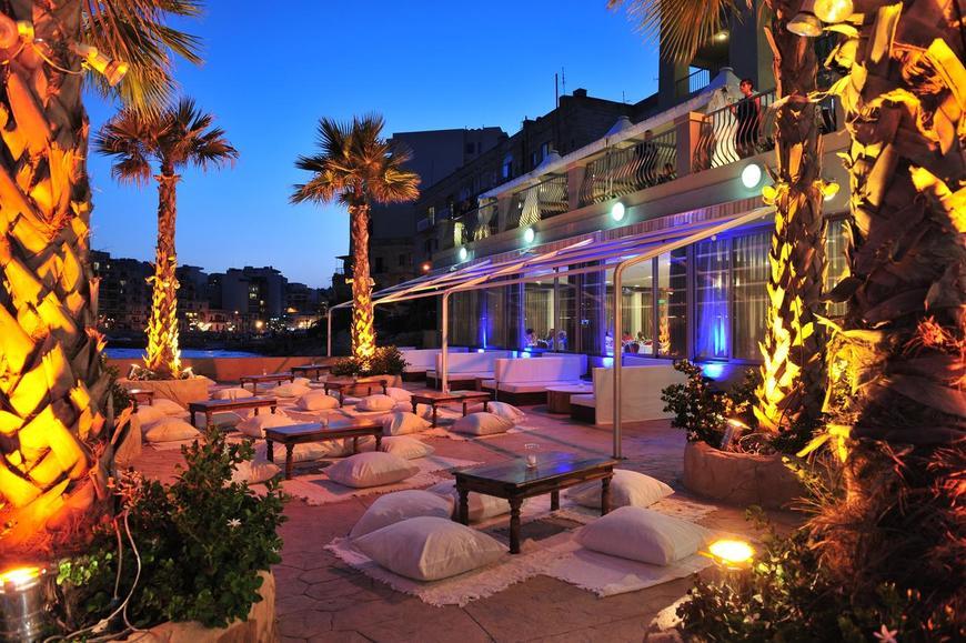 Outdoor Lounge.jpg