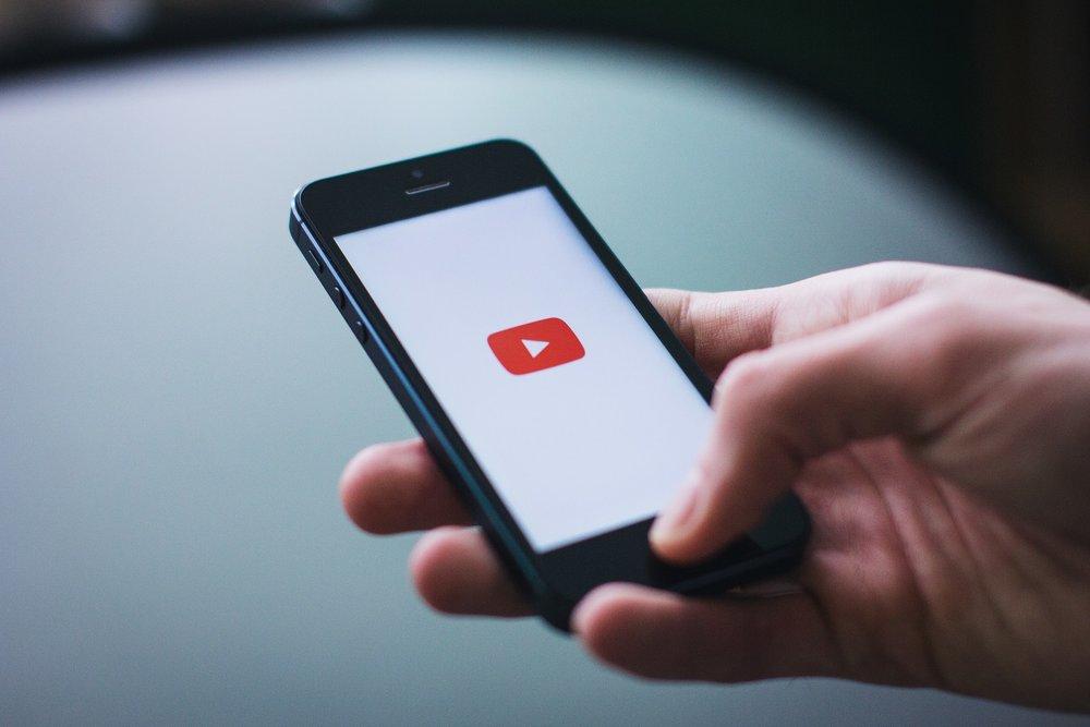 Bénéfices - - Booster votre notoriété- Augmenter la participation à vos conférences- Faciliter l'obtention de rendez-vous auprès des dirigeants inscrits à vos conférences qui n'ont pas pu participer- Accélérer la conversion de vos proposition commerciales- Faire de vous sur YouTube l'un des experts national dans votre domaine