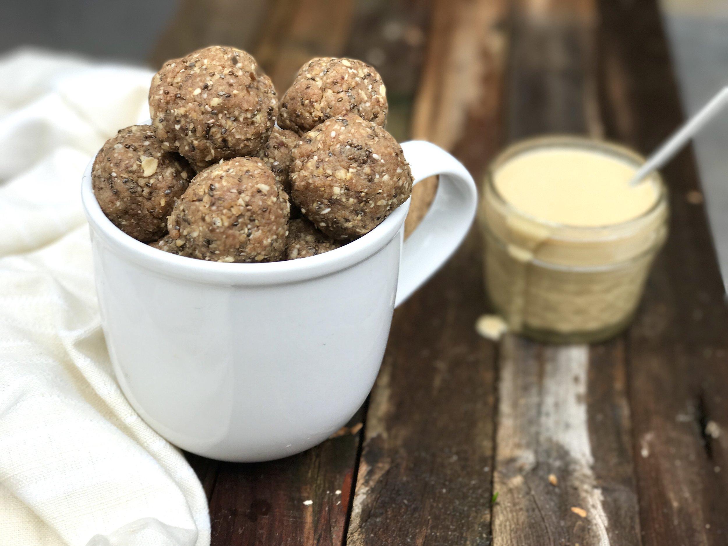 Sweet Oatmeal Tahini Balls