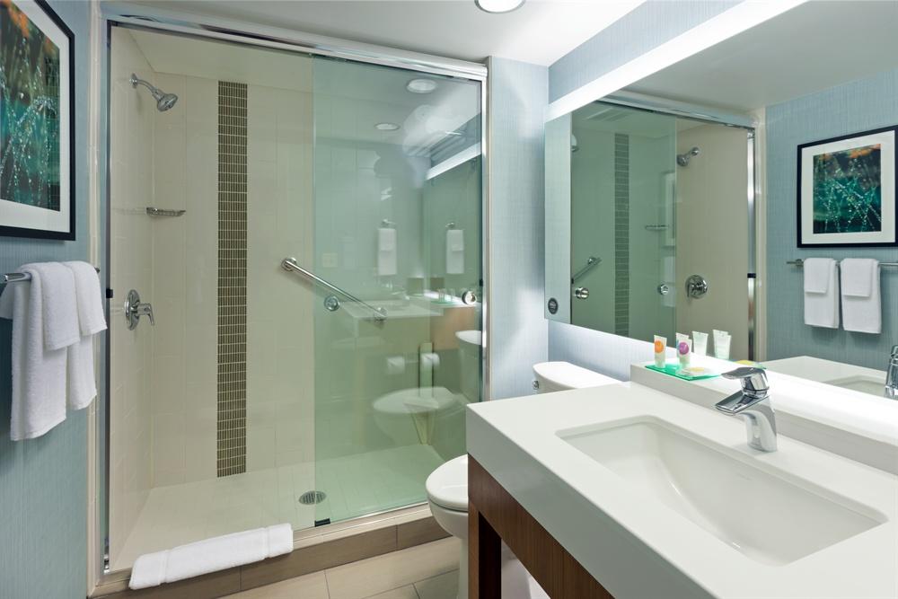 CHIZM_Standard_Bathroom_with_Shower1.jpg