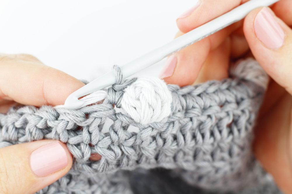 4  Haz el siguiente pb y empuja con el dedo el pborla para que sobresalga.
