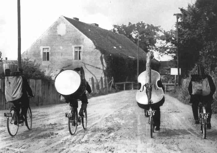 Musicians on Bikes#2 (1).jpg
