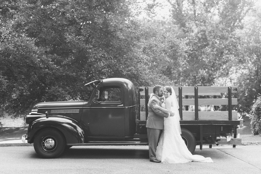 Amanda & Greg's Summer Wedding - Featured on Artfully Wed.