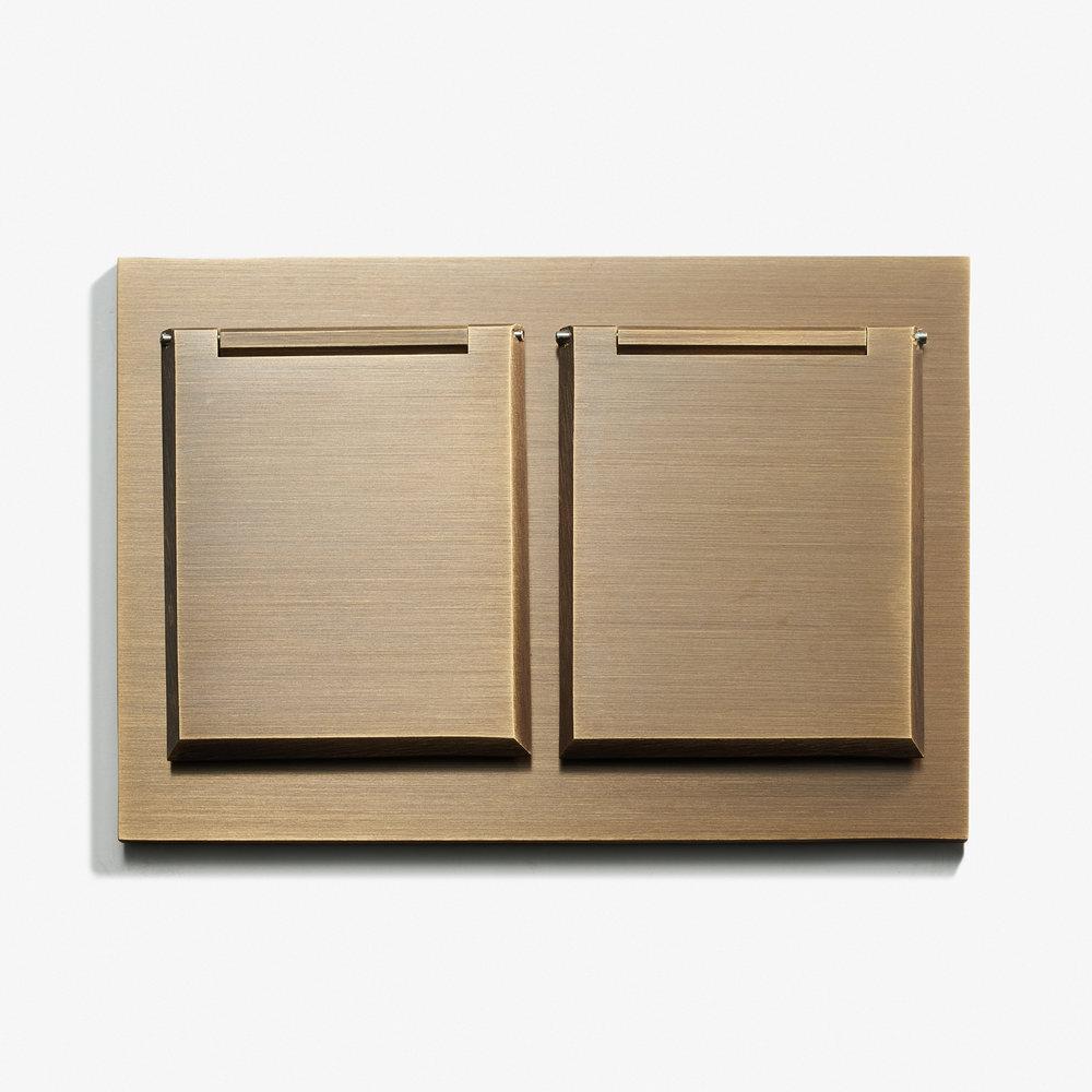 117 x 82 - Duplex Outlet - Covers - Straight Edge - Bronze Médaille Allemand 1.jpg