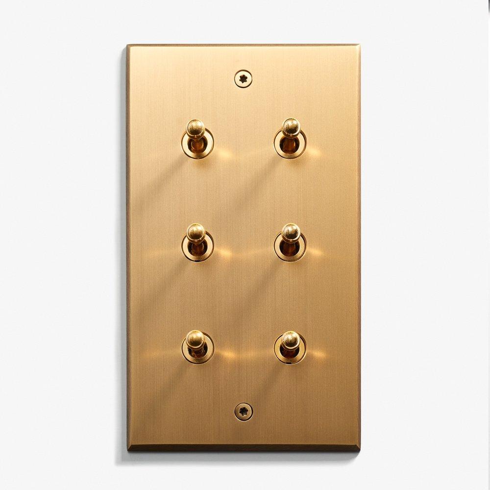82 x 144 - 6 INV - Visible Screws - Bronze Médaille Clair 1.jpg