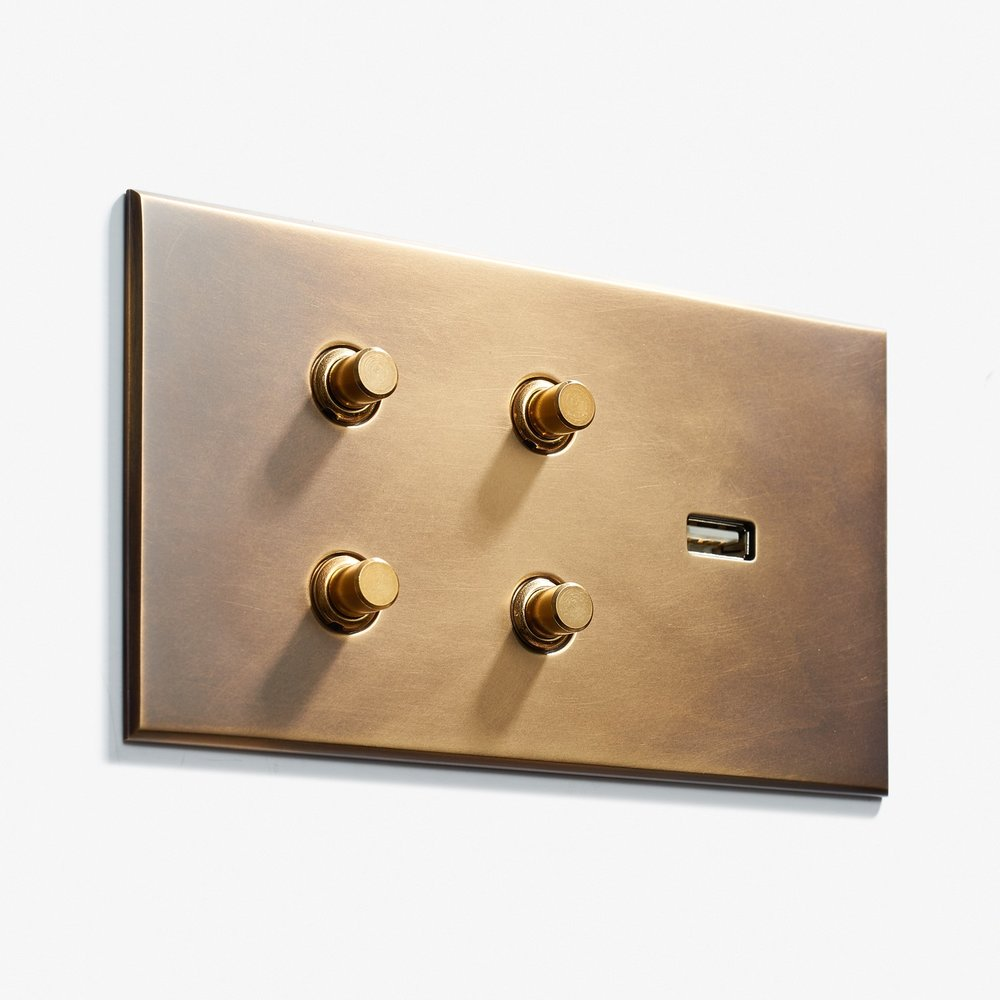 144 x 82 - 4 BP + 1 USB - Hidden Screws - Beveled Edge - Antique Brass 2  .jpg