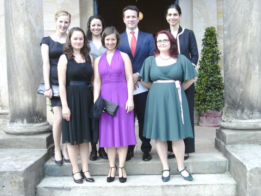Von links nach rechts: Hanna Steuber, Eva Bauchmüller, Ainoa Padrón-Ortiz, Maike Raschke, Javier Alonso, Karola Pavone, Stamatia Gerothanasi