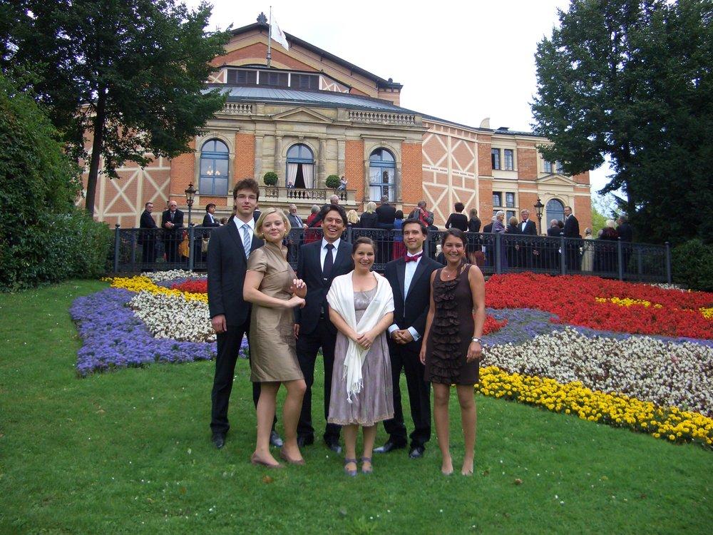 Von links nach rechts: Knut Hanßen, Lena Meuser, Daniel Wagner, Stephanie Lenzen, Thomas Jung, Verena Eßer