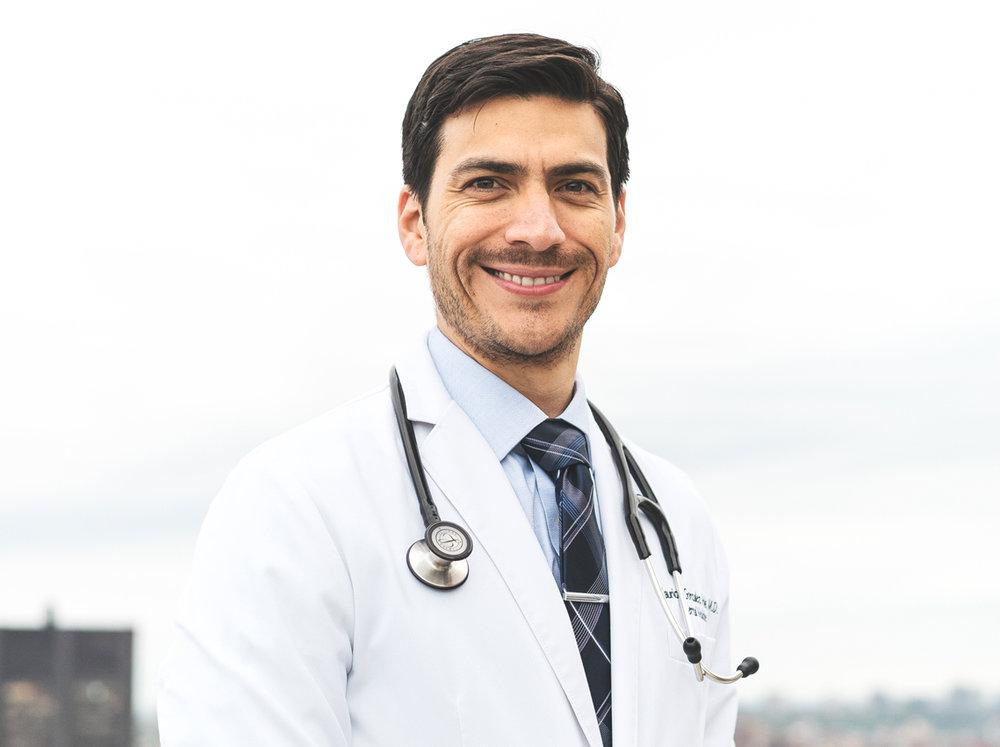 Dr. Mauricio González   Médico internista. Investigador. Ponente Internacional