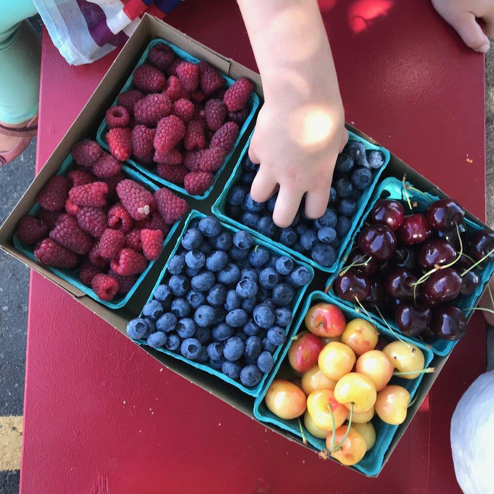 Keep berries fresher longer with this Jar Method TIP.jpg