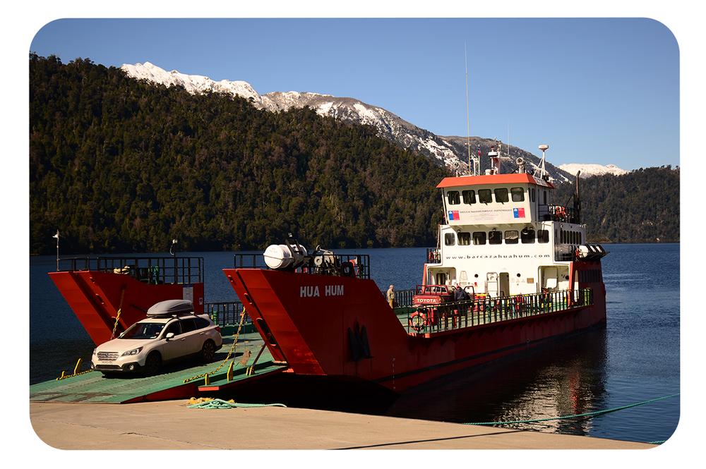 Bajada-vehículos-barcaza-y-Lago-Pirehueico.png