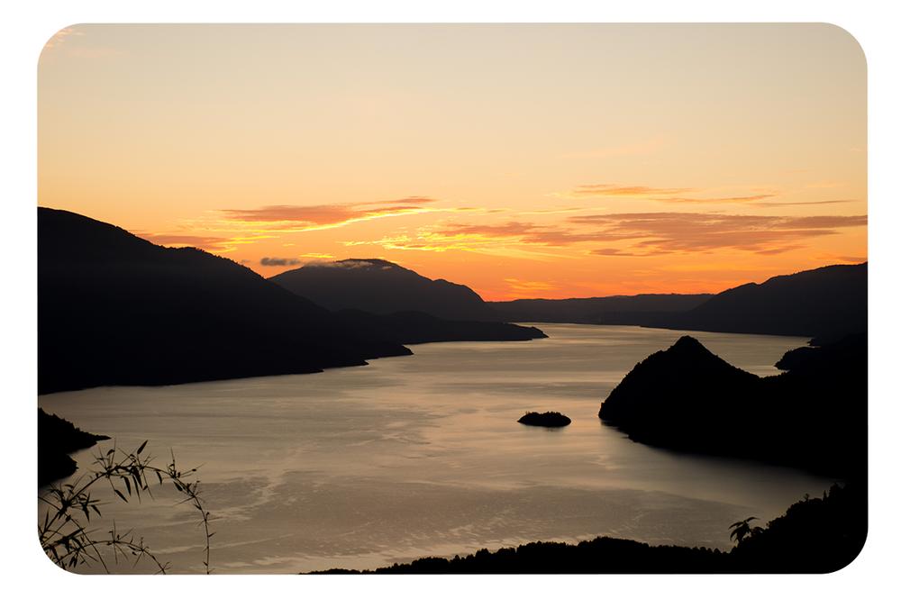 Lago-Riñihue-desde-RN-Mocho-Choshuenco_atardecer-2.png