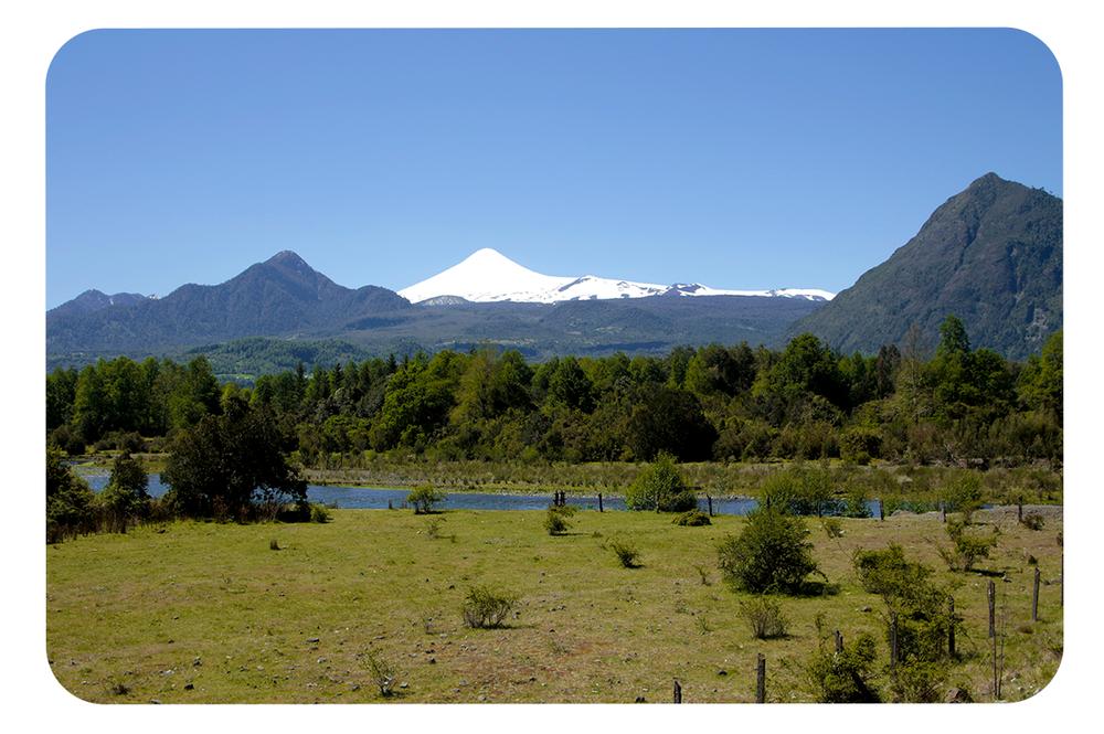 Vn-Villarrica-desde-el-sur_Estero-Linoico.png