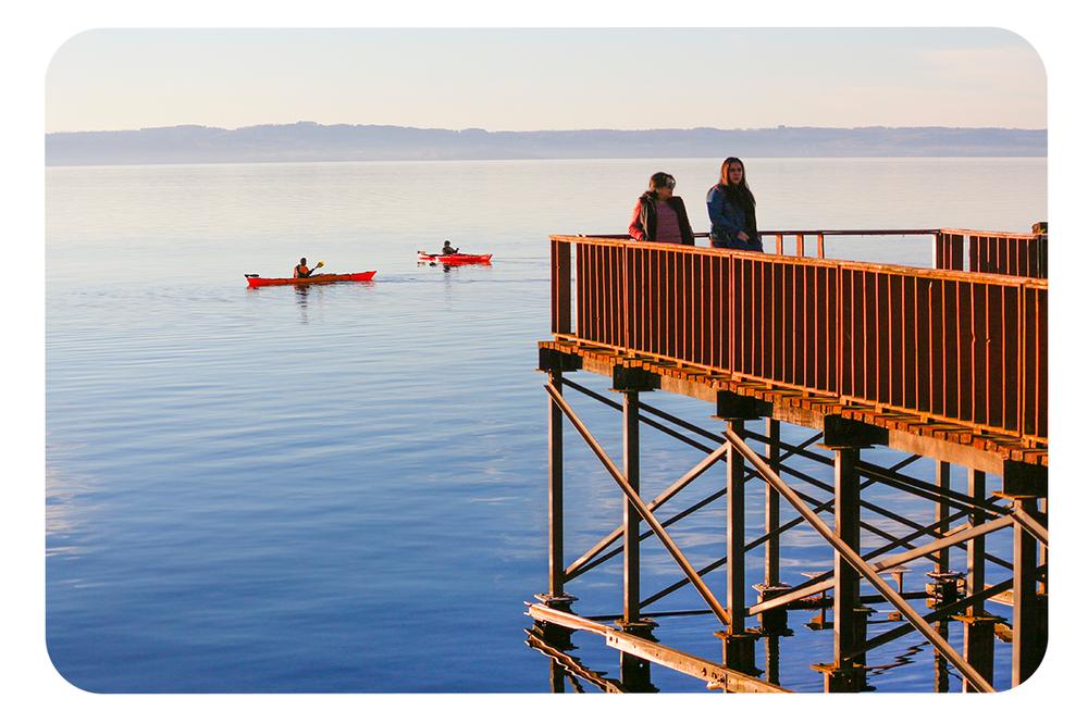 Muelle-y-kayaks-en-Lago-Ranco.png