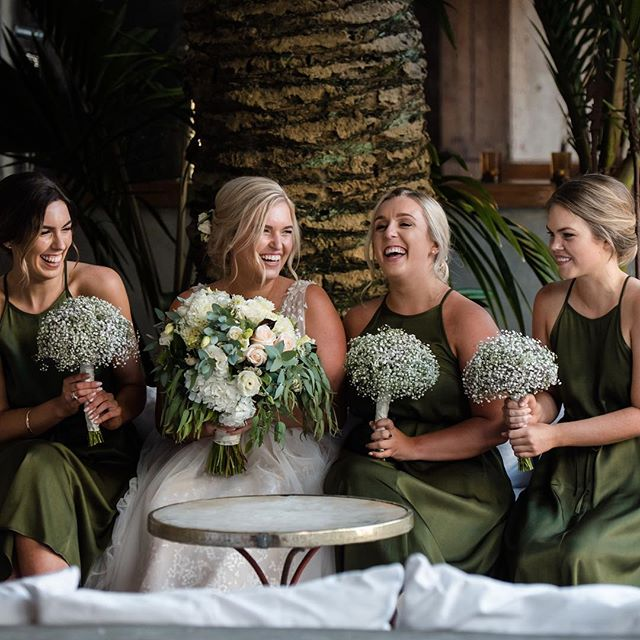 I think this is one of my favourite photos from Jess and Coles wedding. I love the colour pallette, flowers, dresses and soft hairstyles. So gorgeous. . . @ivana_and_milan_photography . . #weddings #justmarried #weddinginspo #mantells #makeup #makeupartist #bridesmaids #bridal #hairandmakeup #nzmakeupartist #motd #hairdresser #lashes #beauty #beautyblogger #beauty