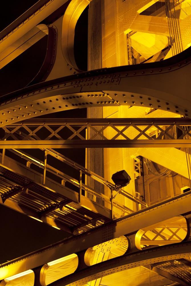 tower-bridge-closeup-vertbrighter.jpg