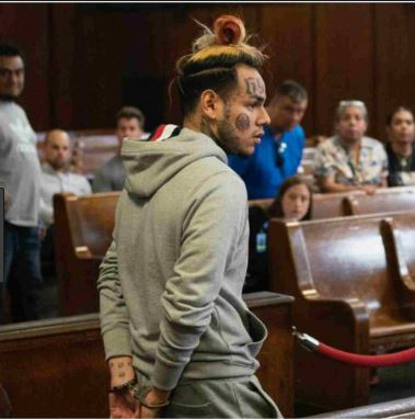 Above is a photo of Tekashi69 in court on Sunday, 11/18.