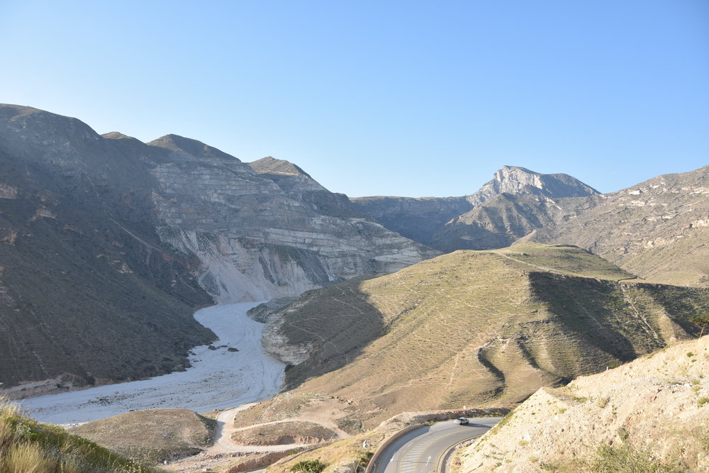 The winding road through mountains and wadis between Oman and Yemen