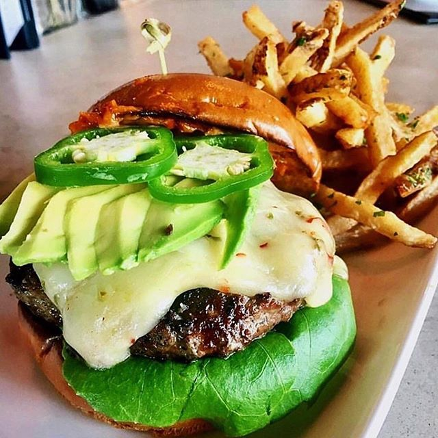 A spicy avocado burger sounds like all we need to make it to the weekend rn 🤷. This burger from @copperwoodtavern is topped with pepper jack cheese, avocado, chipotle aioli, and  jalapeños 🌶🥑 Copperwood Tavern has locations in Arlington and Ashburn. #vafoodie 📷: @copperwoodtavern
