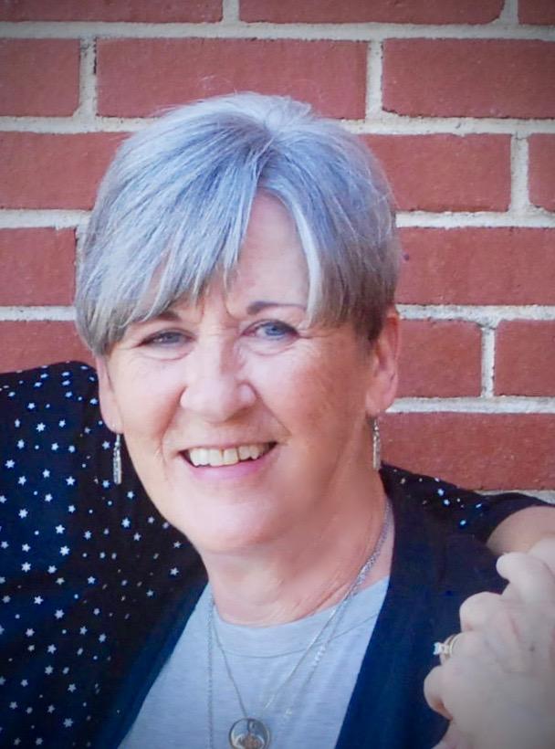 Linda Simmons_Headshot.jpg