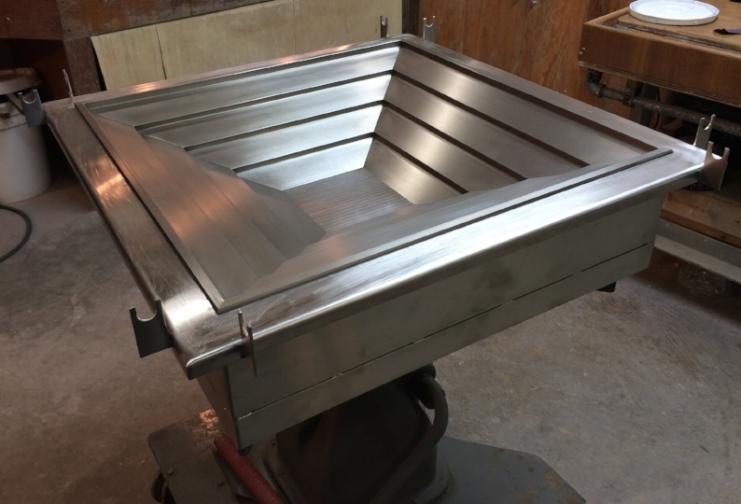 Custom mold for high-temperature vacuum forming