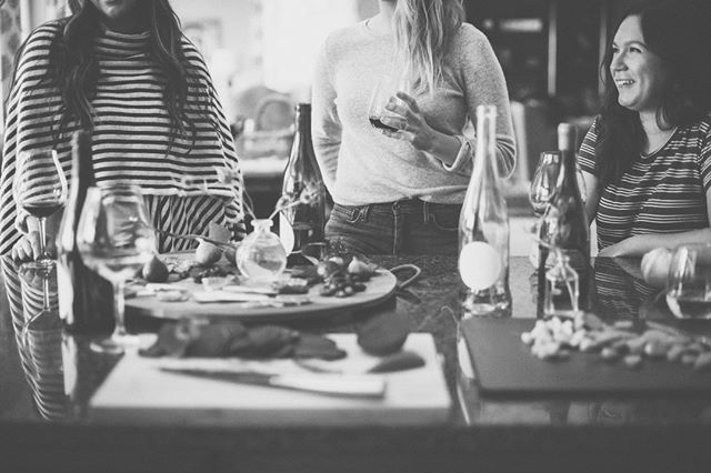 🍷cheers to the weekend, ladies! 🍷. are you hanging with your girl gang this weekend? ✨ ✨ ✨ ______________________________________________ #mindbodysoul #spiritualquotes #spiritjunkie #tgif #friyay #yeyforfriday #weekendgoals #girlgang #bestbabes #wineandfriends #hersocial