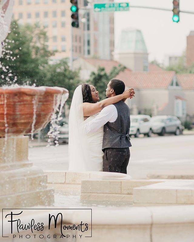 Stop traffic with your love! . #kansascityphotographer #kansascitywedding #bride #weddingcouple #quincyilphotographer #quincyil #photography #photographer #theknotweddings #midwestphotographer