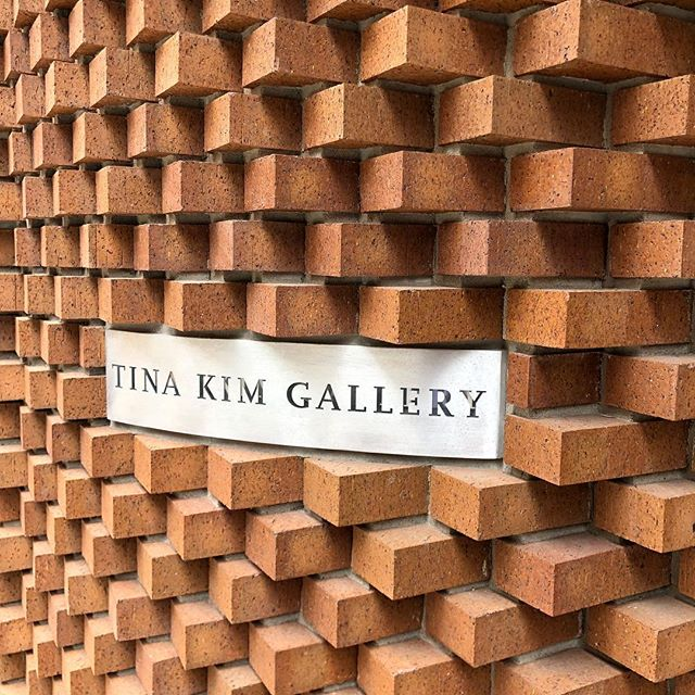 Great entry facade detail caught while walking in Chelsea #walkinginmanhattan @tinakimgallery #sawtoothbrick #architecture #masonry #brick #details #chelseanyc #chelsea
