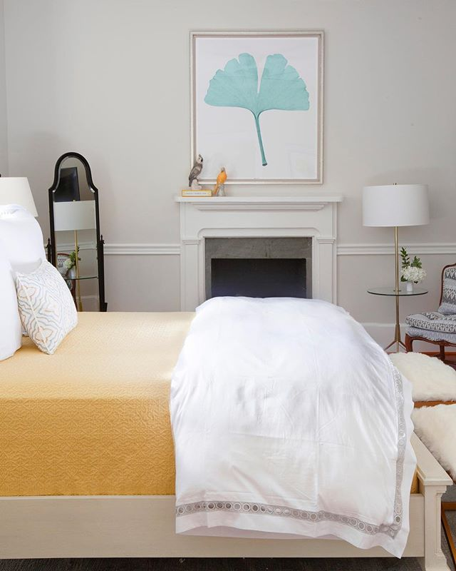 Happy Monday 💛 Bedding: @easternaccents | Art: @gdchomeinteriors | Bed: @stanleyfurn | 📷 by @margaret.wright | @620prince @theivy.co @shealychr