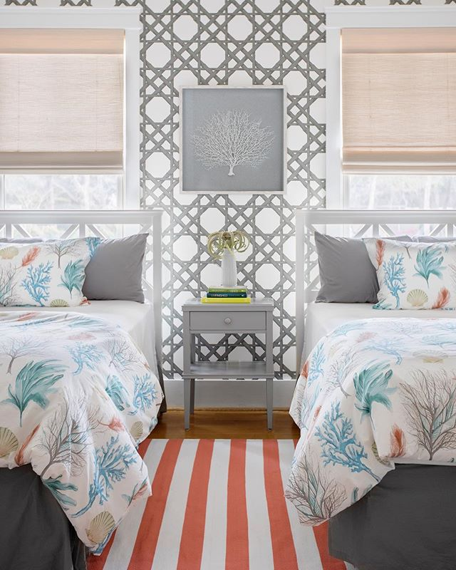Coastal vibes in our clients guest room. 🐚 📷by @margaret.wright | @theivy.co @shealychr | Wallpaper: @thibaut_1886 | Swing Arm Sconces: @robertabbeyinc | Bedding: @potterybarn | Rug: #lovemypotterybarn