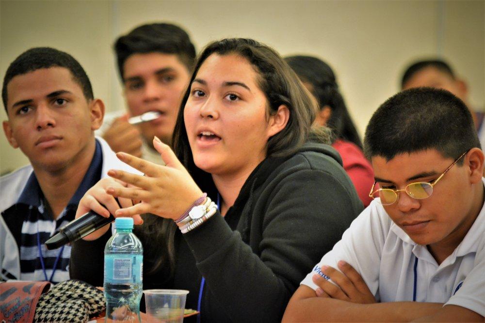 Estudiante Dialogando.JPG