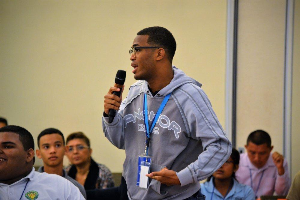 Estudiante Hablando.JPG