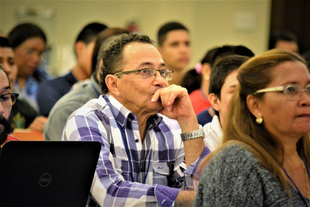 Profesor Concentrado.JPG
