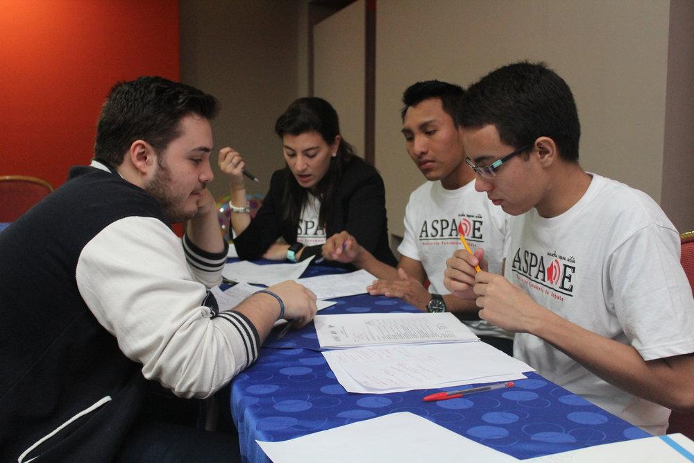 Organizadores y Voluntarios Trabajando.JPG