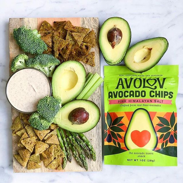 @pureveganfood made this perfect spread with all things green - our favorite! ⠀⠀⠀⠀⠀⠀⠀⠀⠀⠀⠀⠀ ⠀⠀⠀⠀⠀⠀⠀⠀⠀⠀⠀⠀ ⠀⠀⠀⠀⠀⠀⠀⠀⠀⠀⠀⠀ ⠀⠀⠀⠀⠀⠀⠀⠀⠀⠀⠀⠀ #eatavolov #avocadochips #glutenfree #keto #plantbased #vegansofig #foodie #poweredbyplants #instagood #plantbaseddiet #buzzfeast #eatclean #healthy #healthyish #buzzfeedfood
